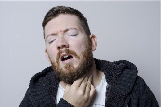 喉痛い男性